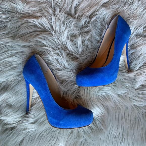 blue pumps 💙